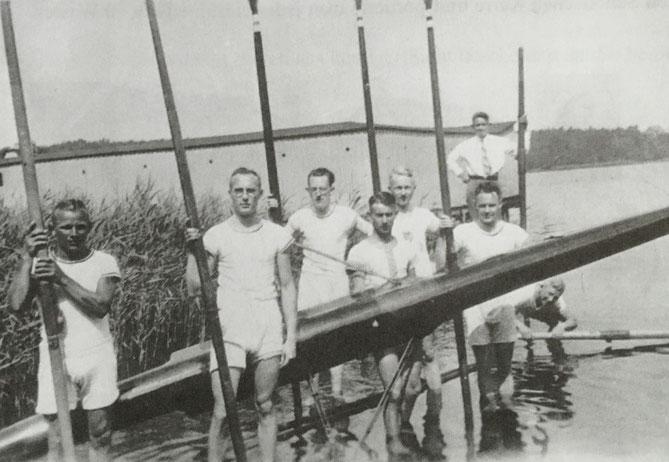 Walter Paustian, Werner Stiehr, Fritz Schweim, Curt Lubeseder, ein Schüler, Erich brauer, Walter Walsberg, im Hintergrund ein Schüler