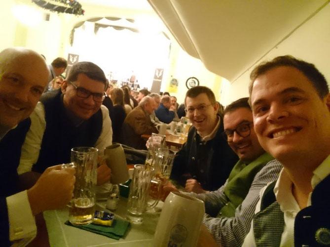 Clubmitglieder beim Starkbierfest in Geiselhöring