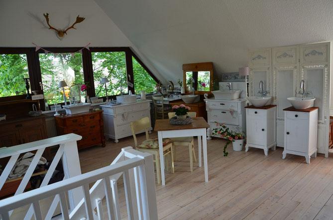 Waschtische und Badmöbel im Landhausstil
