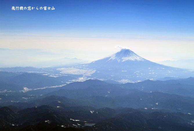 羽田空港より小松空港へ向かう飛行機から見えた富士山
