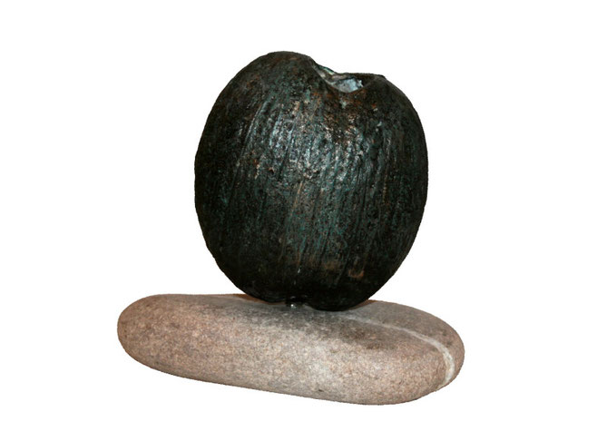 Coconut vase, bronze patina, pebble, 14 x 14 x 8 cm