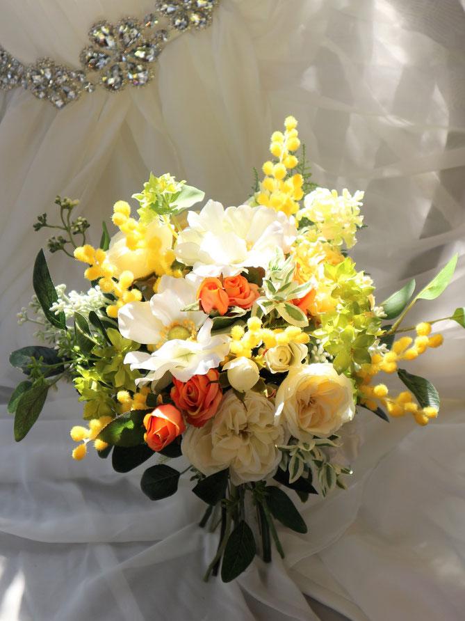 ミモザとアネモネのナチュラルなアートフラワー造花の結婚式用ウェディングブーケは海外挙式や前撮りにも人気です