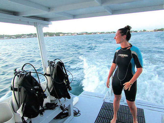 what is a dive master?