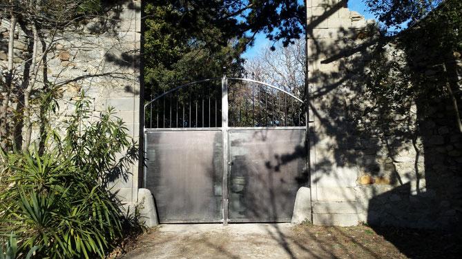 Portail entrée du château     Portail Mallefougasse      Portail Manosque     Portail finition brute vernie
