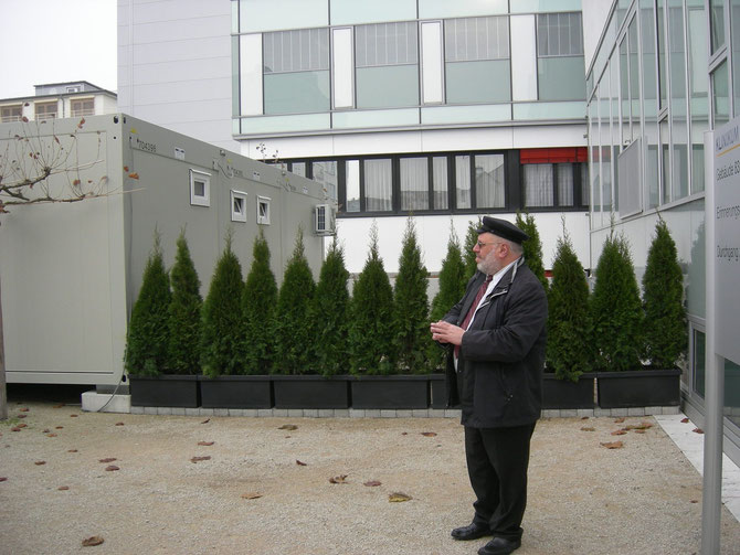 Rabbi Walter Rotschild segnet den neuen Julius-Landsberger-Platz, Nov.2012 / Foto: FLS