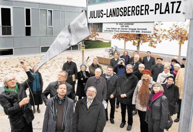 Echo-Foto von der Einweihung des Julius-Landsberger-Platzes in Darmstadt - auf Initiative des FÖRDERVEREINS LIBERALE SYNAGOGE / Foto: Darmstädter Echo