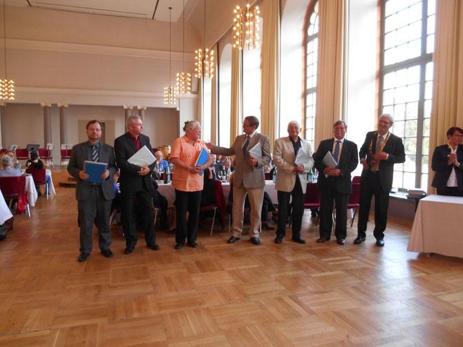 Martin Frenzel, Gründer und Vorsitzender des FLS (ganz links) erhielt am 30.04. gemeinsam mit 44 anderen verdienten Ehrenamtlern die BÜRGEREHRUNG 2014 der Stadt / Fotos: Gabriele Claus (FLS)