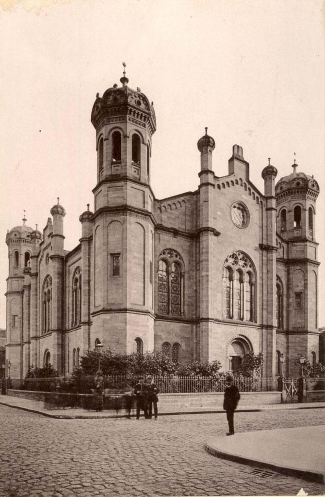 Das bekannteste Foto der Liberalen Synagoge Darmstadt: Eckansicht von der Fuchsstraße (um 1910)Foto: Stadtarchiv der Wissenschaftsstadt Darmstadt