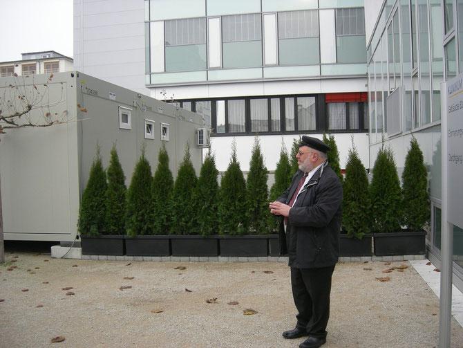 Rabbi Walter Rothschild gibt dem Julius-Landsberger-Platz seinen Segen, Nov.2012 / Foto: FLS