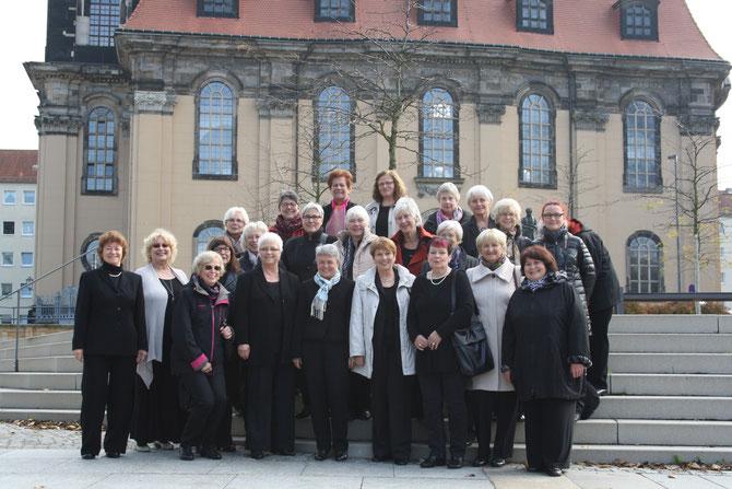 Nach dem Gottesdienst vor der Dresdner Annenkirche
