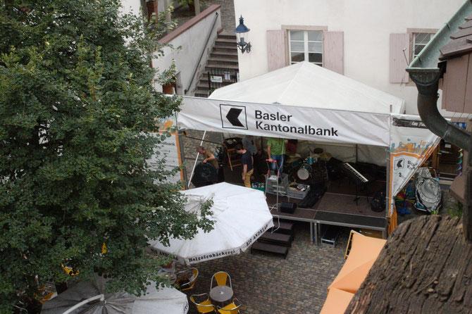 """""""Em Bebbi sy Jazz"""", ein schweizerisches Event in Grossbasel: Live-Musik auf dem Andreasplatz im August"""