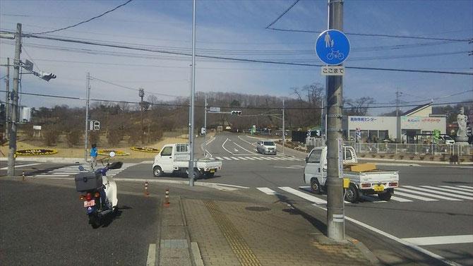 集合場所の長峰公園入口です。入口左側が集合場所で、入ってすぐ右側が駐車場になっています。