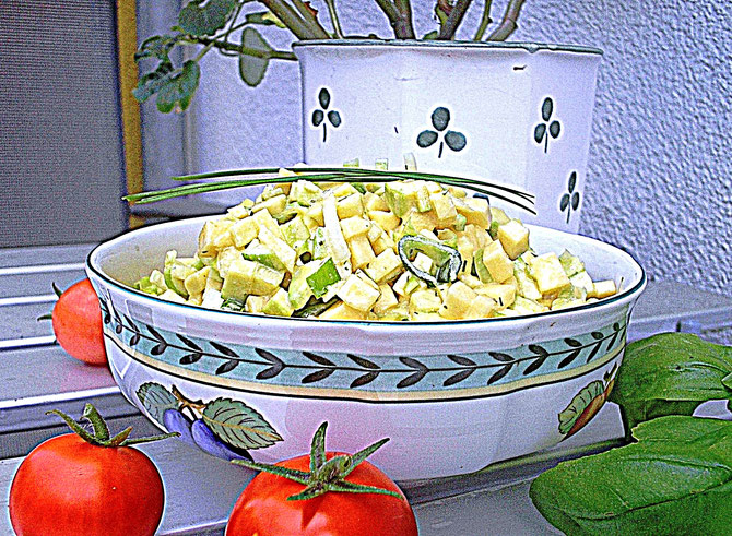 Zucchinisalat, Tomaten, Basilikum