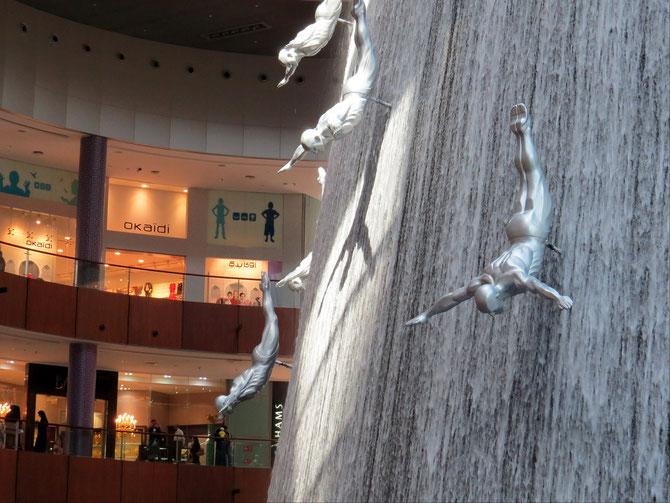 Kunst im Kaufhaus - Eis im Kaufhaus - in der Mall