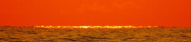 Sonnenuntergangs-Meeres-Flimmern