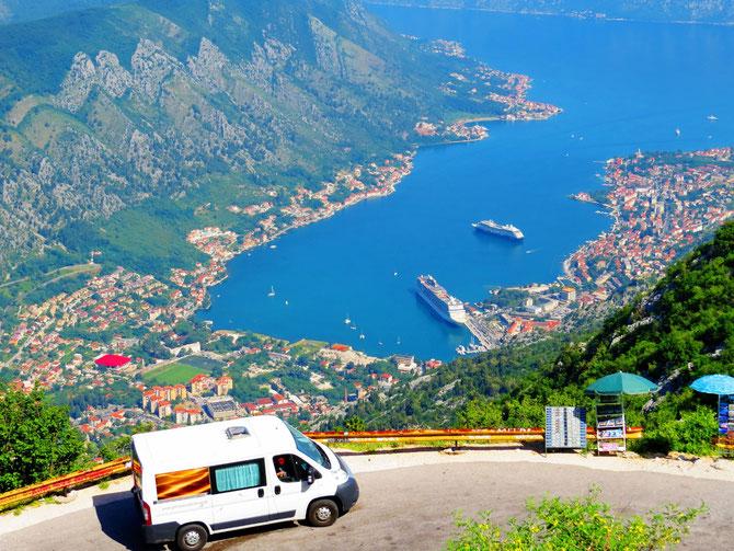 Lulu, unser Kastenwagen, hat ne geile Aussicht auf Kotor - Montenegro