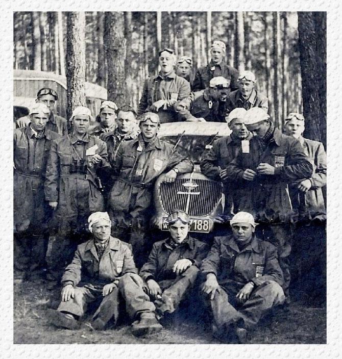 Die Gründerväter des Motorsportclubs Strümpfelbach und ihre Freunde, von 1948 bis 1953 Die Weinbuben, ab 1953 mit Beitritt in den ADAC fortan unter dem Namen MSC-Strümpfelbach eV. im ADAC. Am 12 Februar 2013 feierten wir unser 60 zig jähriges Bestehen.