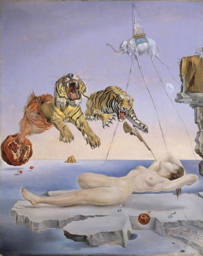 サルバドール・ダリ「目覚めの一瞬前に柘榴の周りを蜜蜂が飛びまわったことによって引き起こされた夢」(1944年)