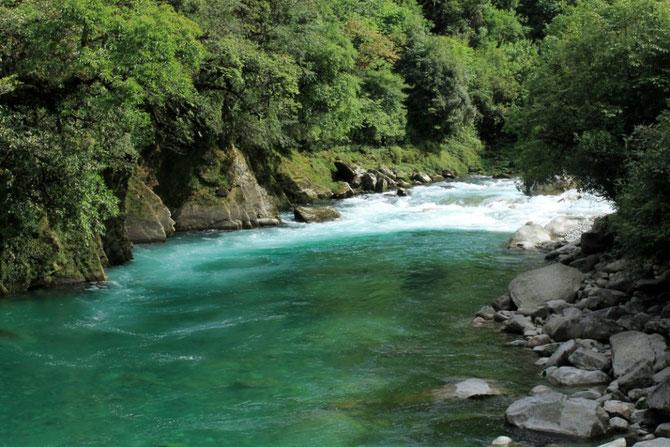 Der Dulong-Fluss ist weiterhin strahlend blau!!!