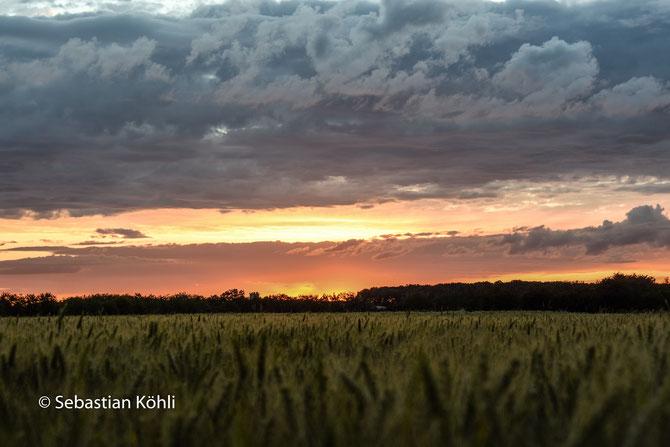 Ein mit einem Hoffnungsschimmer versehener Himmel. Lasst uns die Wolken vertreiben.