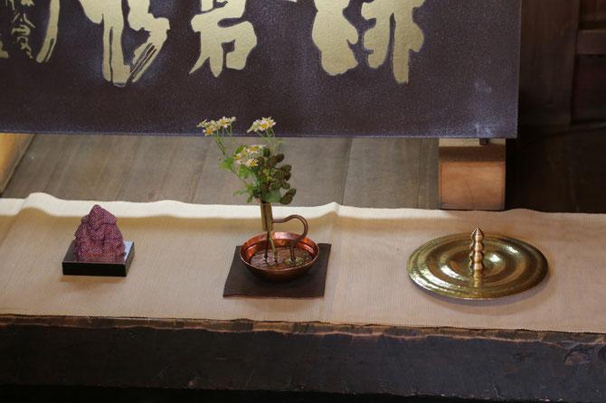 「Aurora 座像」齊藤寛之、「水の見える花器」福成三太、「水の塔」小林正樹