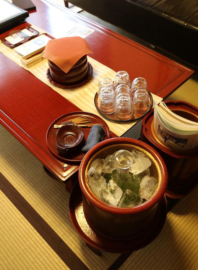 鎌倉彫の火鉢をクーラーにして、お抹茶を冷やして。夏でも出番あり!です
