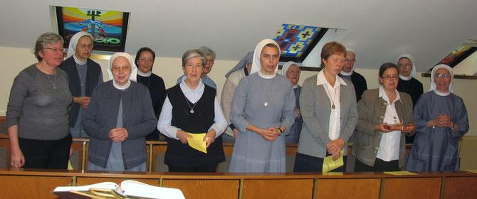 Feierstunde bei der Hausübergabe durch Vertreterinnen der Ordensgemeinschaften