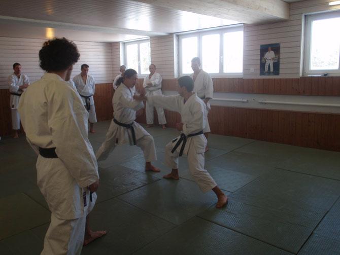 Entrenamiento en uno de los Kangeikos de la Academia.