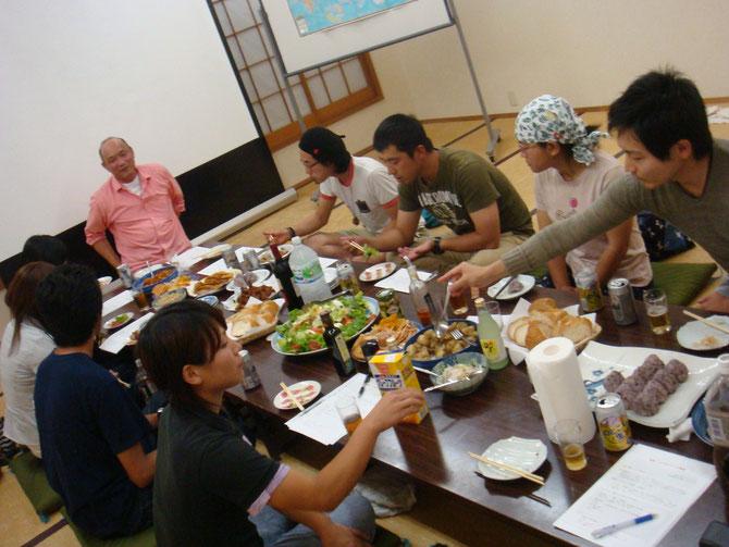 ゲストスピーカーは、IJUcafe立ち上げメンバーの得田さん、福永さんでした。海外での体験を聞きました。IJUcafe劇場の始まりです・・・