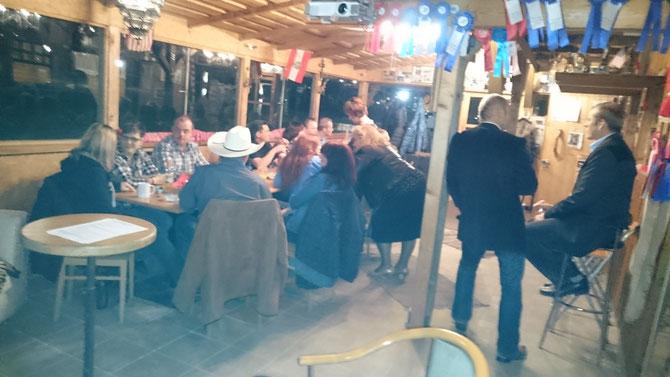 WR-Stammtisch 2015 auf der LLR - Little Lake Ranch, Wilferdorf - Fam. Neuherz Karl. Anregende Diskussionen und Erfahrungsaustausch in gemütlicher Atmosphäre.