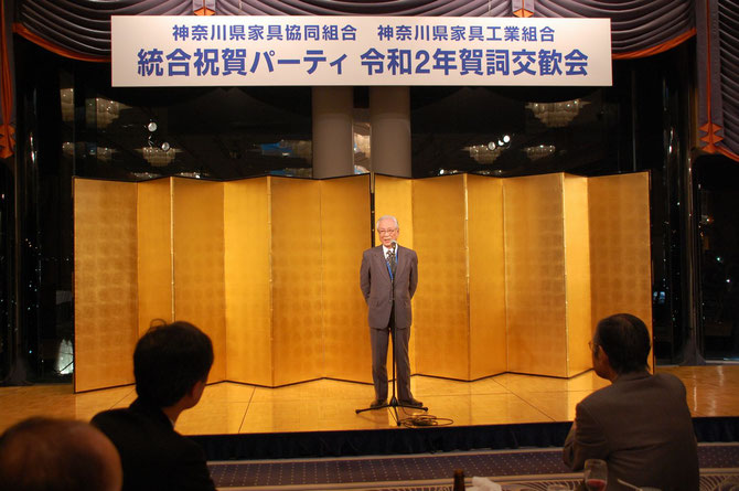 閉会の辞の田中利隆副理事長。