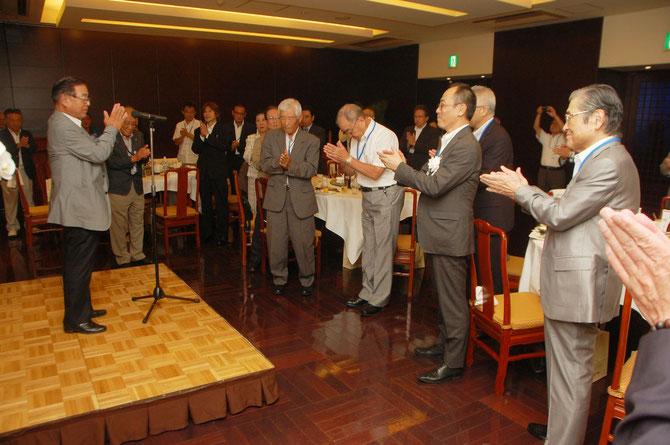 横内昭次郎理事長の音頭で組合員の心が一つになりました。