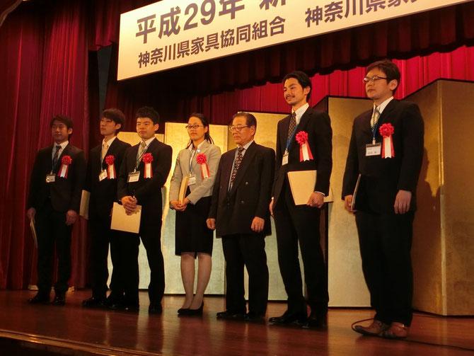 平成で最多の6名の1級技能士誕生。横内理事長を囲んで。