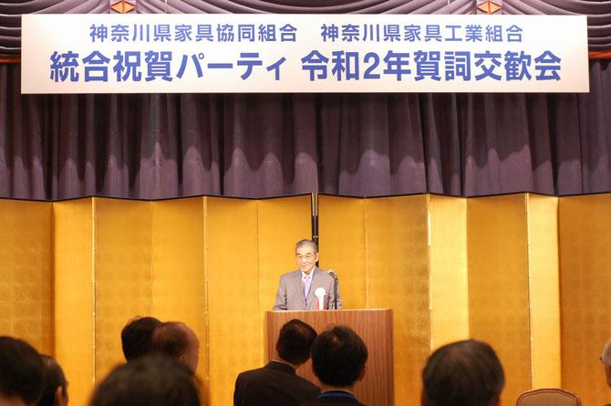 「新生 神奈川県家具協同組合」の誕生を宣言した神谷光信理事長。