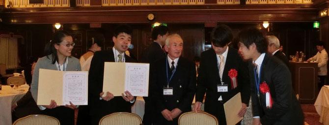 首席技能検定委員福田光位氏を囲んで。