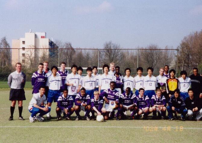 2002年4月1日 オランダ研修55期 団長尾方40、土屋潤二コーチ40、大塚先生、Ommors14s戦