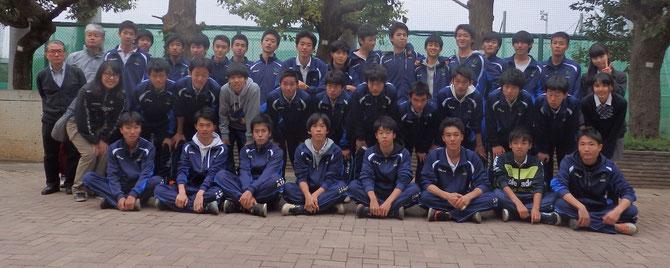 試合終了後の69期70期全員と顧問の寺嶋・篠田・齊藤先生。