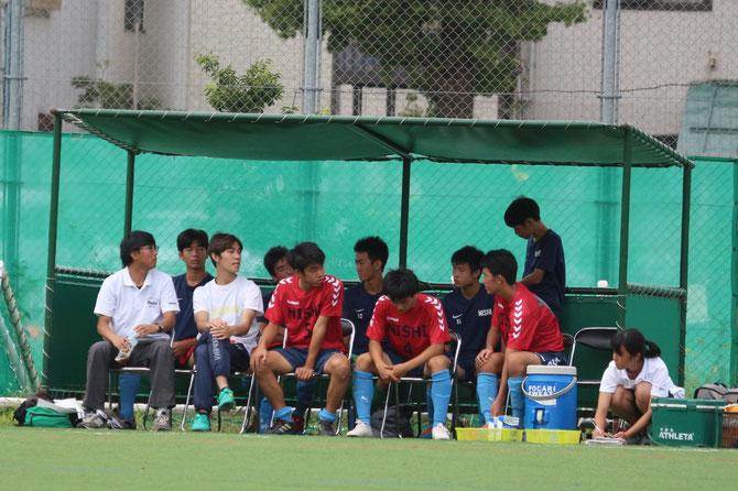 横山先生、野神コーチ、ベンチメンバー。