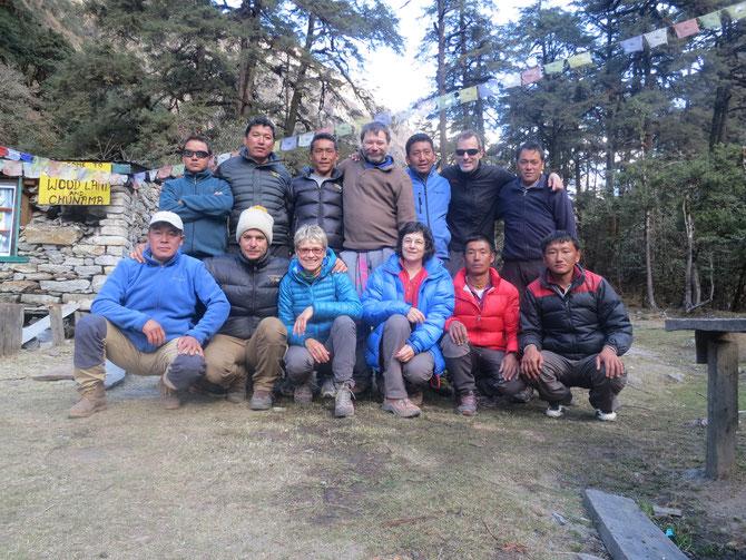 L'équipe au complet avant le départ de Chunama