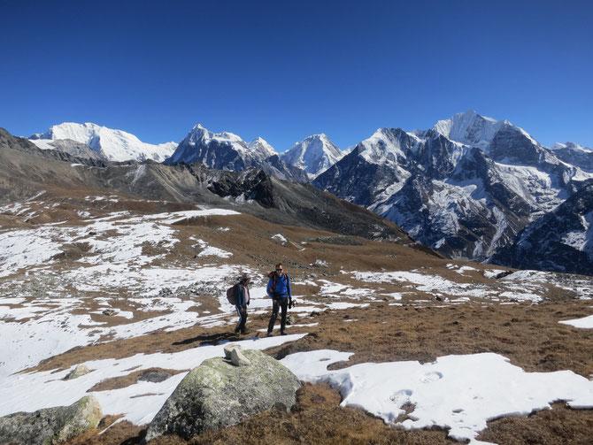 Gyurme et Stan arrivent au sommet du Tserko-ri