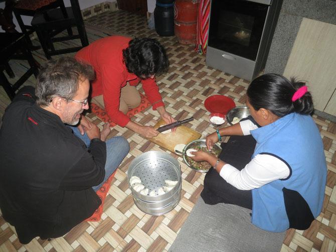Atelier momos avec Phu-Dolma à Katmandou