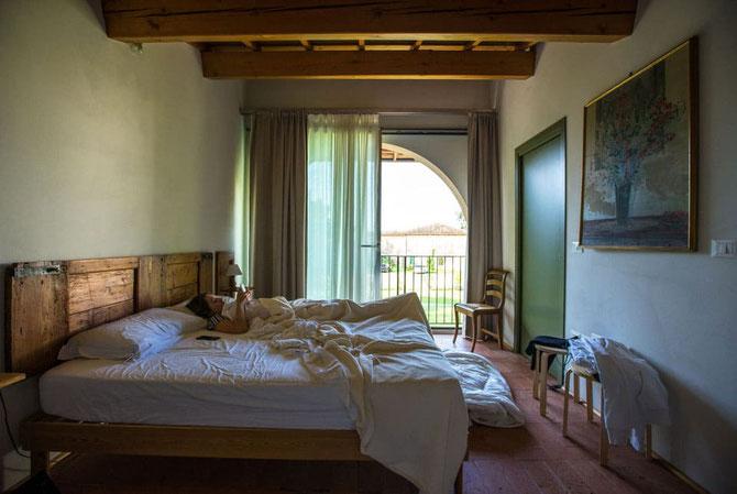 Massivholzmöbel - Schlafzimmer mit Einrichtung ohne Tropenholz - Foto Unsplash