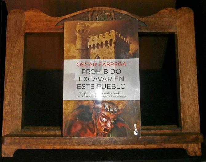 Óscar Fábrega. Prohibido excavar en este pueblo. Editorial Planeta. © D.G. 2015