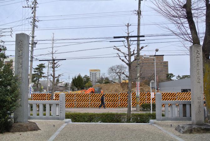 六所神社の前の発掘現場