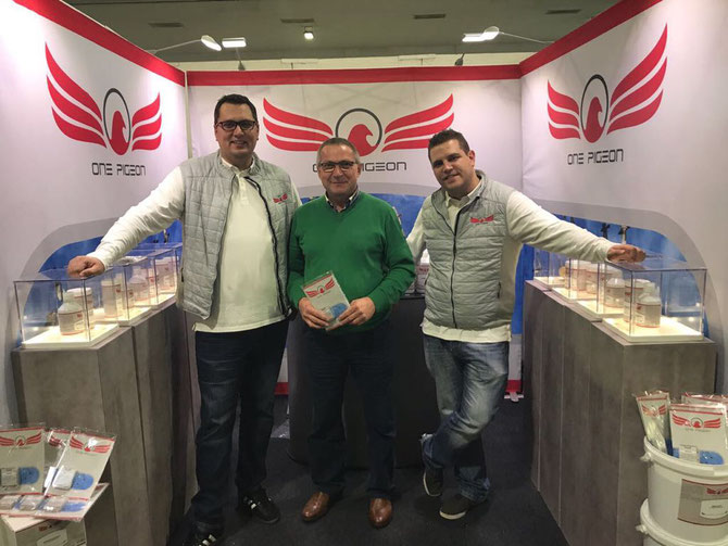 Dietmar Michalick mit Robert Fuhr & Martin Zacharias in Kassel 2017 an Stand von ONEPIGEON