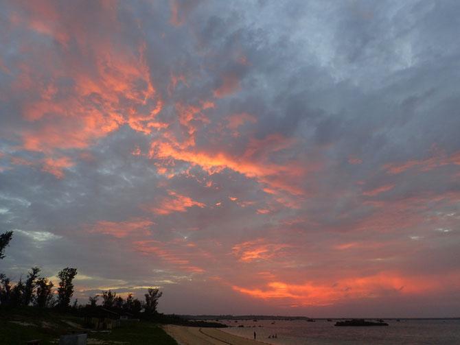 沖縄 宮古島 伊良部島 佐和田の浜 SUP アクティビティー サンセット 夕陽 夕日 ピクニック