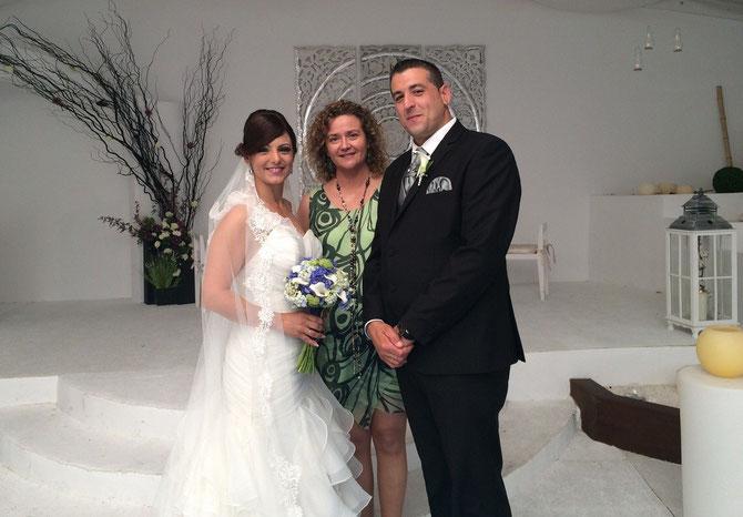 Nuestra oficiante, Consuelo Rodríguez, tras la ceremonia de boda civil de Elías y Rocío.