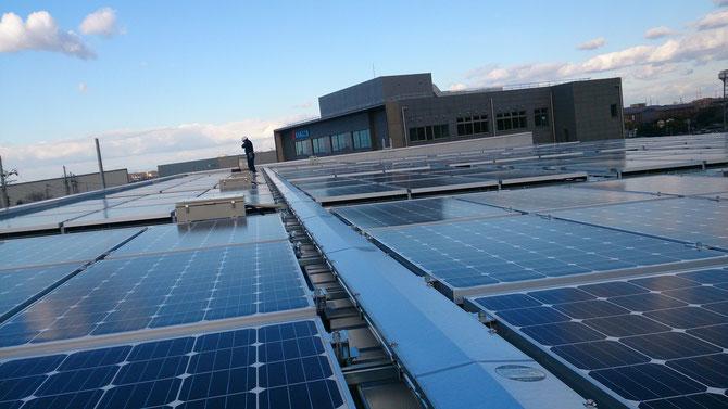 エースシステム様 新工場の太陽光システム電機工事の写真集です。