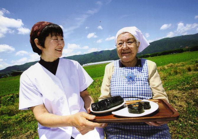 現店主の浜田節子(娘)と先代の新野フミ(母)