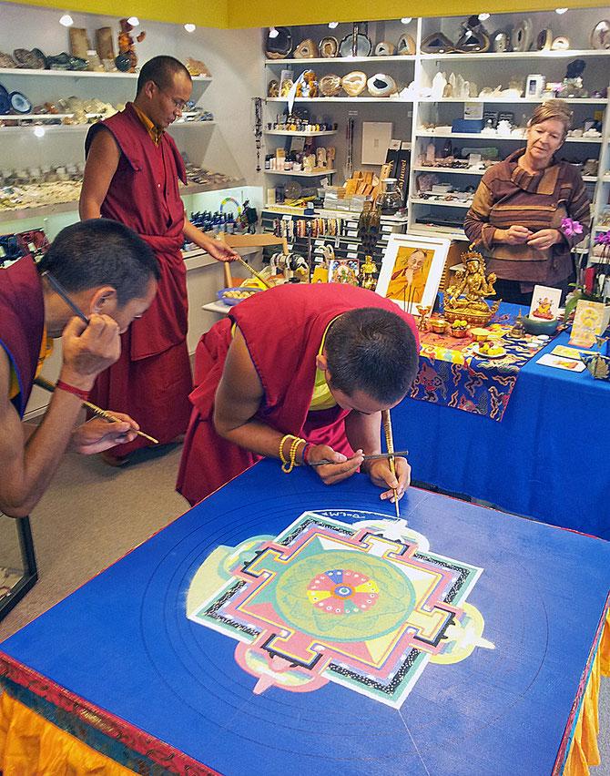 Sandmandala von Tibetischen Mönchen innert 2 Tagen hergestellt